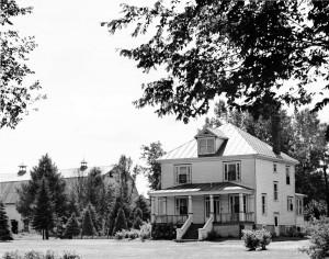 Grange et résidence de le ferme-école de Deschambault.