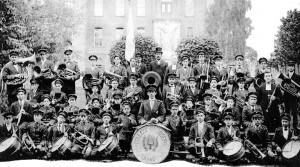 « Souvenir de la 1er année de la fanfare du collège St-Joseph dirigée par les frères Maristes à Granby »