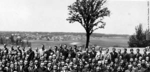 En arrière-plan, le lac Boivin en 1932. (Coll. Société d'histoire de la Haute-Yamaska)