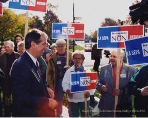Daniel Johnson, chef de la campagne du « non », rencontre des partisans à Granby.