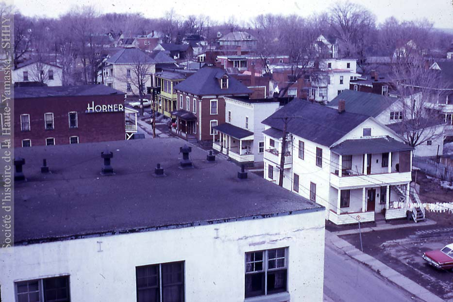 Rue Young vue du 5e étage de l'hôtel Granby (Archives SHHY)