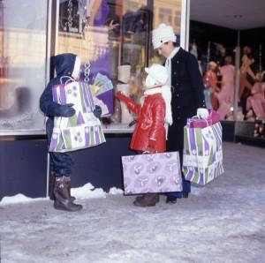 Magasinage du temps des Fêtes dans les grands magasins de la rue Principale à Granby