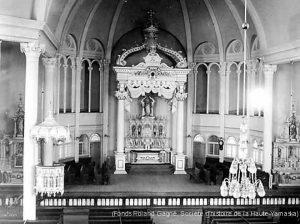 Intérieur de l'église Notre-Dame, vers 1910 (Fonds Roland Gagné, SHHY)