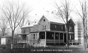 La construction du nouveau presbytère date de 1892. (Collection SHHY)