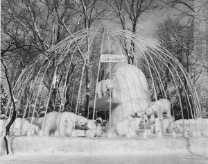 Monument de glace réalisé par le zoo au Parc Miner durant le carnaval d'hiver de 1963. (Fonds Société zoologique de Granby, SHHY)