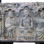 Au milieu des figures ajoutées au XIVe siècle, le sculpteur a placé la dépouille mortelle du Christ. (Coll. Société d'histoire de la Haute-Yamaska).