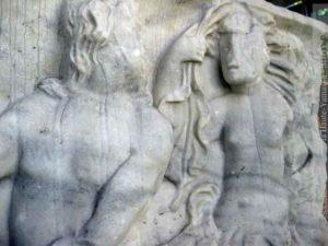 Détail du panneau païen, montrant un triton et une néréide. (Coll. Société d'histoire de la Haute-Yamaska)