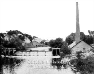 C'est dans ce petit bâtiment que la Standard Electric aurait installé sa centrale. ©Société d'histoire de la Haute-Yamaska, fonds Rolland Gagné, P084-D2-P67